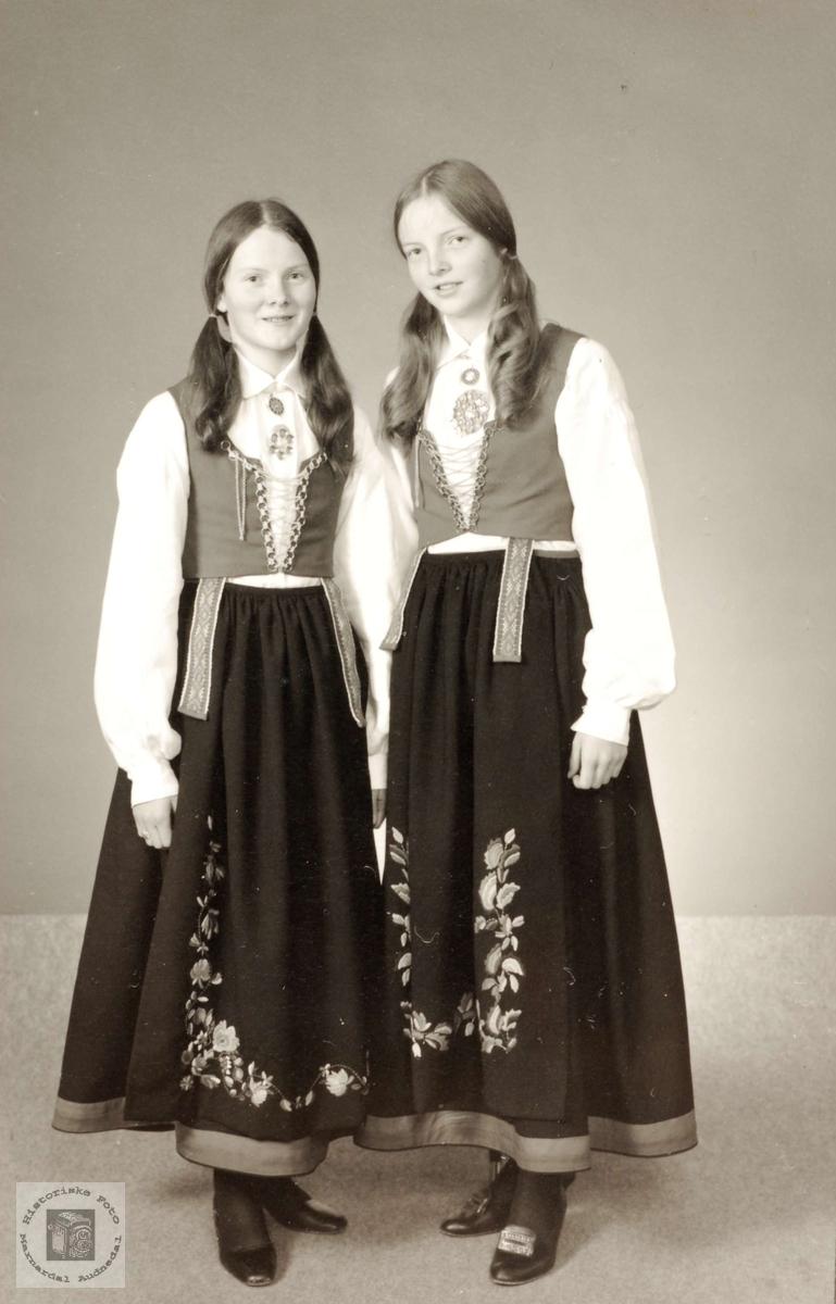 Tvillingsøstrene Liv og Ingunn Leland, Grindheim.