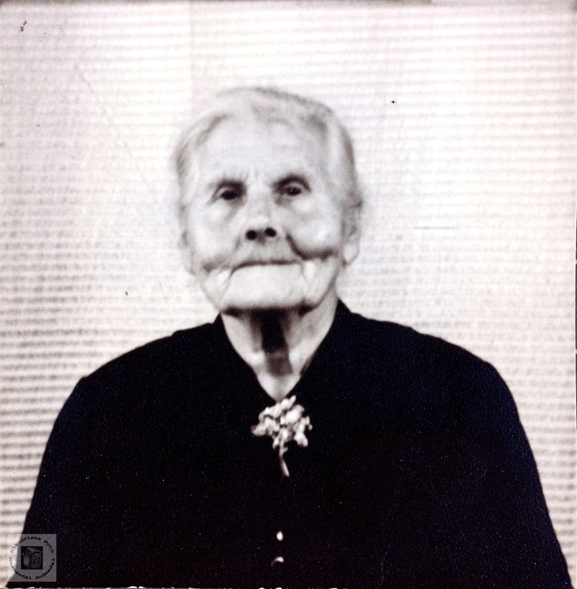 Oldemor Anna Skogen på Løland i Vigmostad.