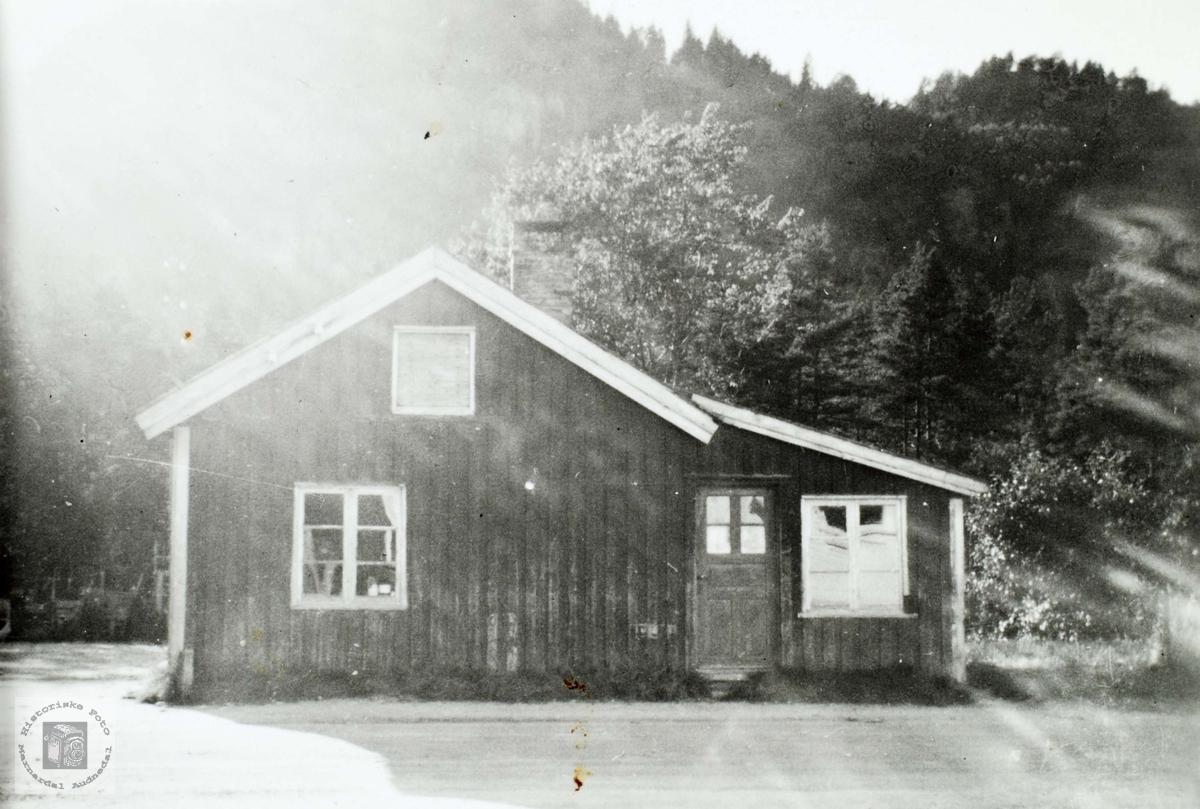 Det første bakeriet til Brødrene Ågedal i Konsmo.