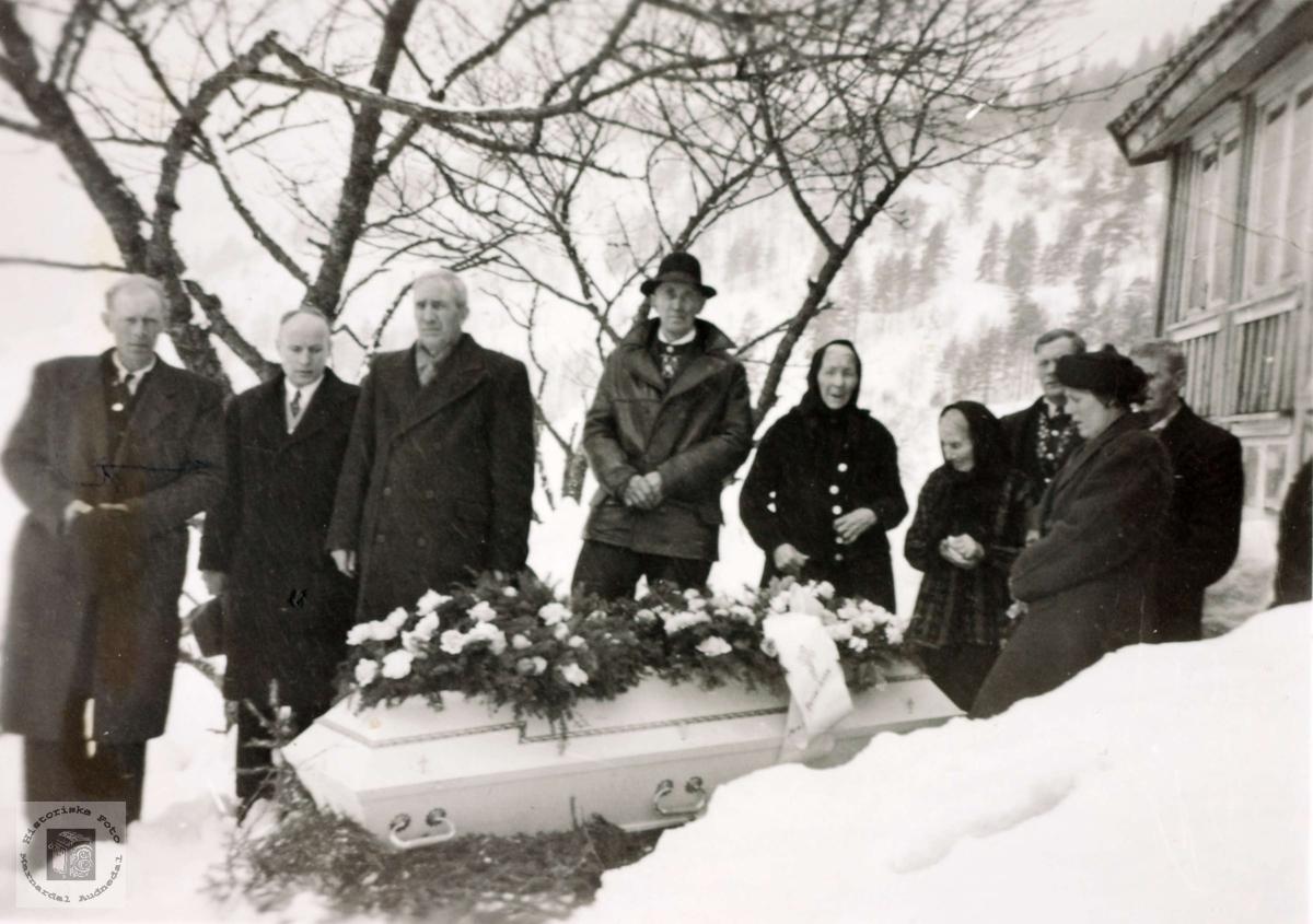 Begravelse til Anna R. Iveland. Konsmo Audnedal.