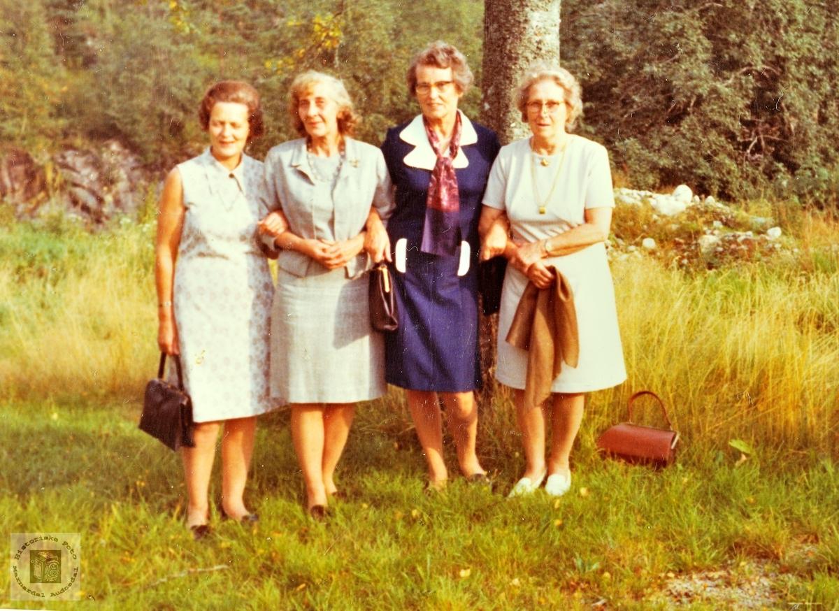 Fire damer med navn Ingrid, alle kusiner. Grindheim.