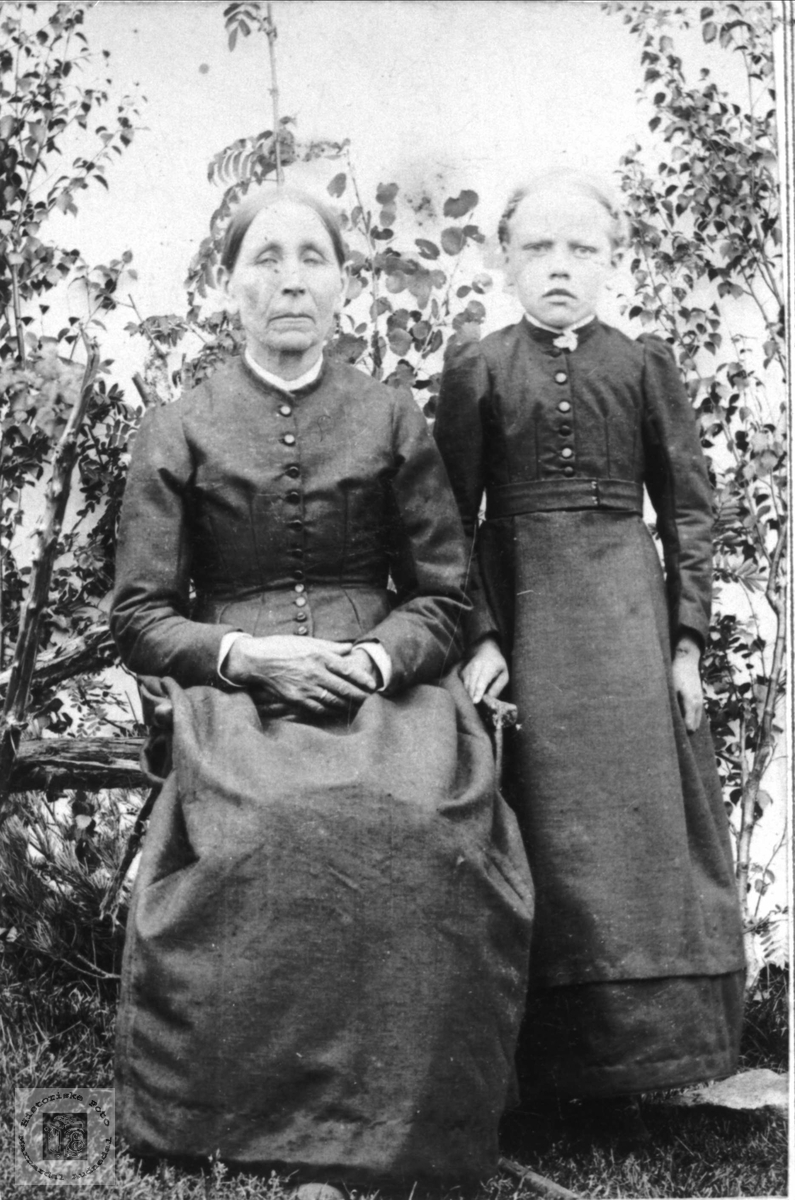 Portrett av Mari og Torborg Roland, Bjelland.