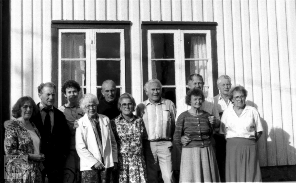 Familiesamling på Volland, Øygarden, tidligere Bjelland, nå Audnedal.