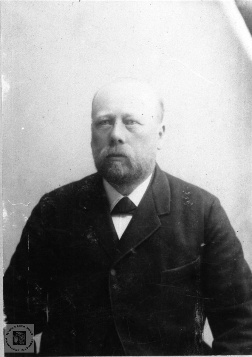 Portrett av Fylkestingsmedlem Brunvatne, Øyslebø.