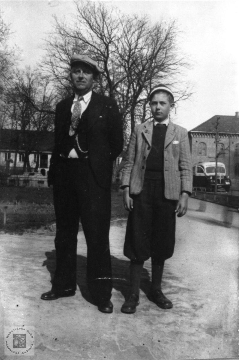 Far og sønn Sundet, Bjelland.