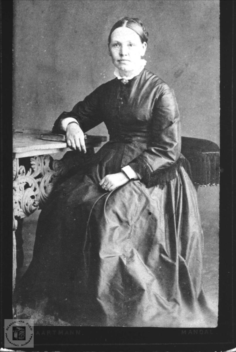 Portrett av Charlotte Finsdal, Øyslebø.