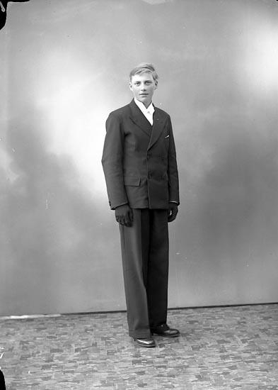 """Enligt fotografens journal nr 5 1930-1943: """"Ivarsson, Sixten Hammar Här""""."""