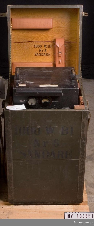 Grupp H II. Sändare till 1000 W radiostation m/1939 märkt nr 6. Tillbehören är en likriktare, en sändare, en antennlåda, låda nr 6 med/för rör, spollåda, materiallåda, handhavandebok, mikrofonförstärkare och modifierad förstärkare.