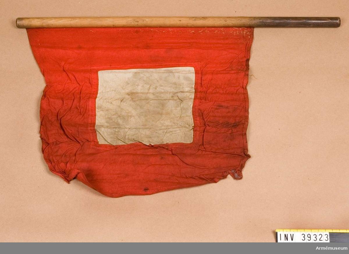 Grupp H III.  Samhörande nr AM.039320-AM.039324, flaggor i fodral.