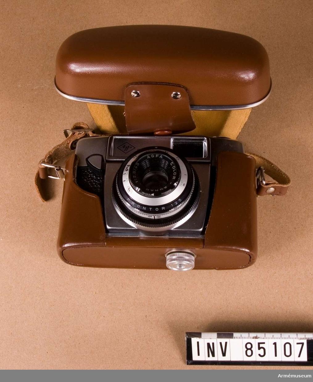 Småbildskamera 135 C MT Agfa Silette I.(M 3830-135031). Består av: 1 kamera, 1 väska av läder med bärrem