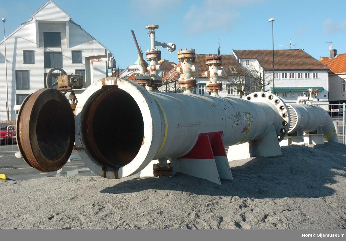 Pigstasjon med tilhørende rør og ventil, avbildet på Totals base i Dusavik.