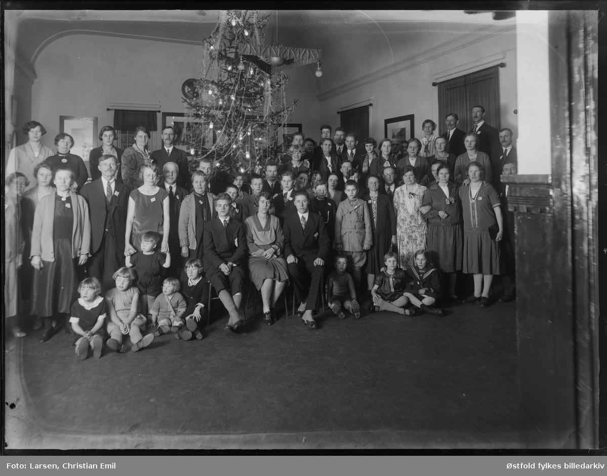 Juletrefest i Sarpsborg-distriktet 1929. ca 60 personer. Personene og stedet er ukjente.