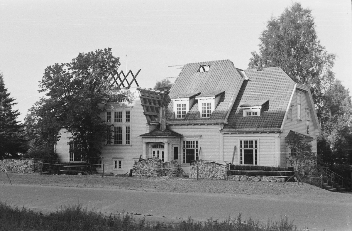Villaen Evje under riving. Leiret, Elverum.