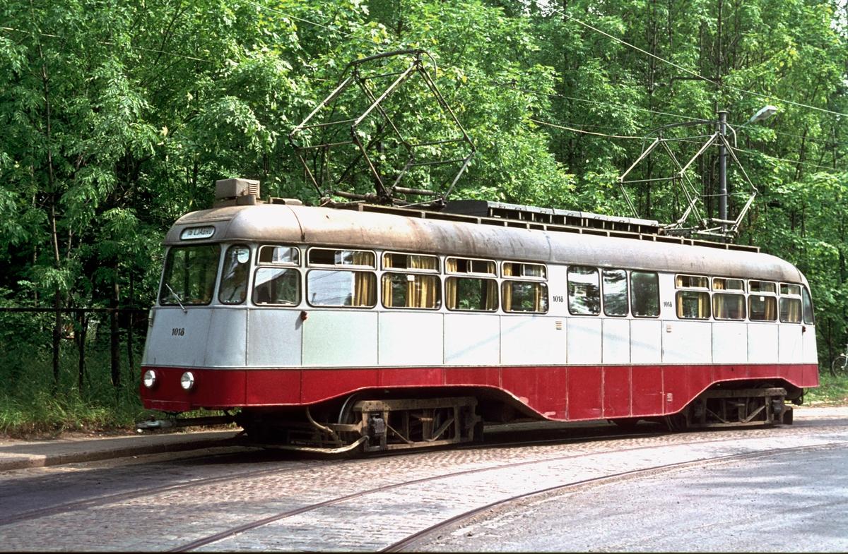 Ekebergbanen, Oslo Sporveier. Vogn 1018 i vendesløyfen på Skøyen.