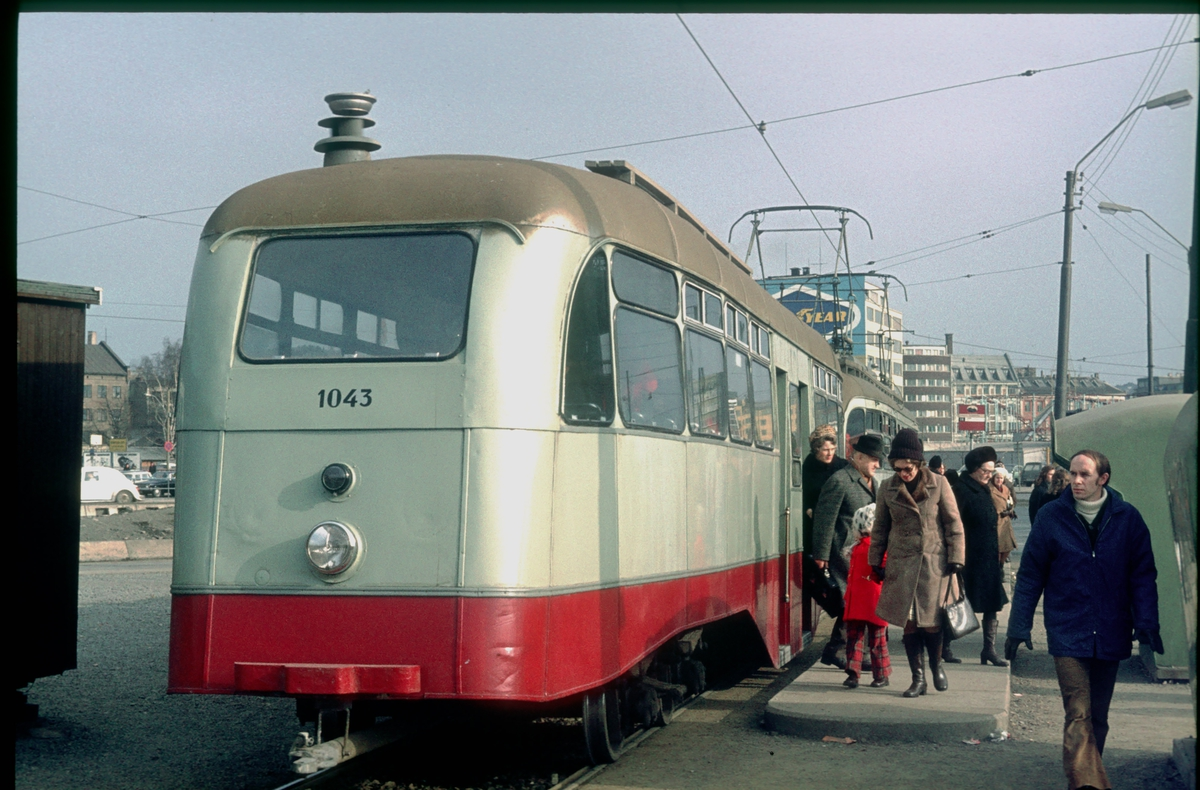 Ekebergbanen, Oslo Sporveier. Vogn 1043 ved midlertidig holdeplass ved Vognmannsgata.