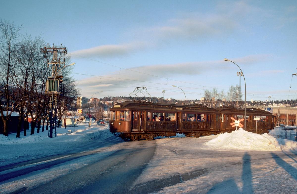 A/S Holmenkolbanen. Oslo Sporveier. Sognsvannsbanen. Vogn 43 og 39, type 1914 (Skabo, Westinghouse, HKB verksted)
