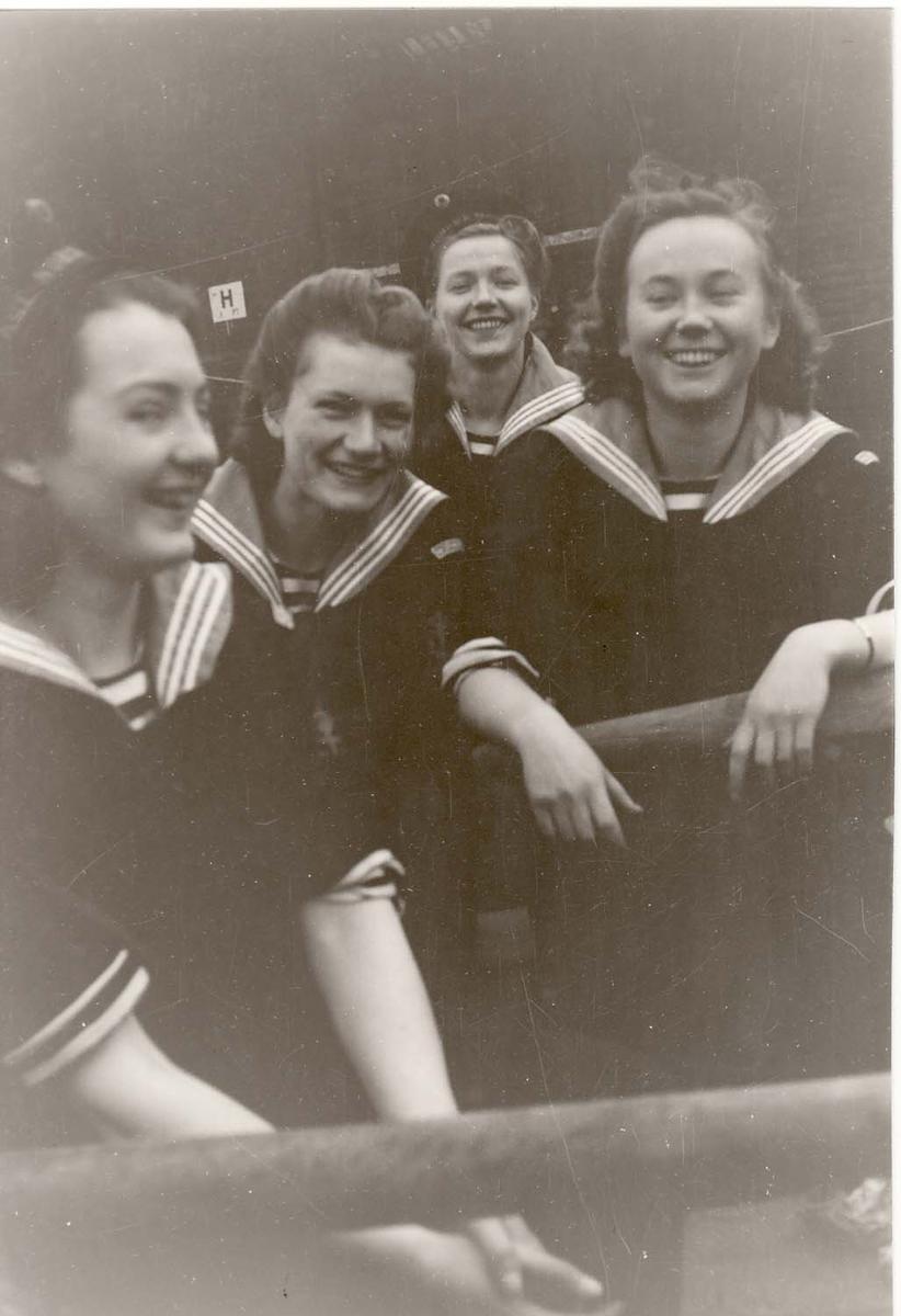 Motiv: Marinens Kvinnekorps 1942/1945 Roøvelser, Liverpool