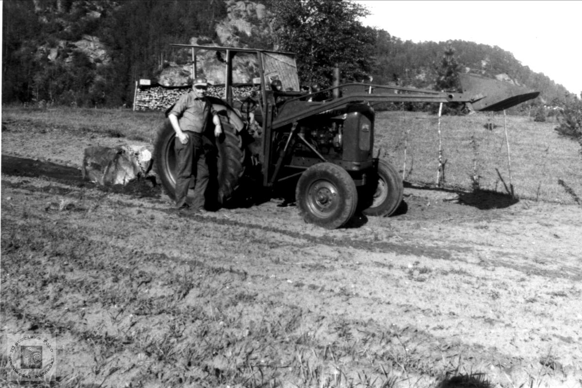 Reinert Birkeland med traktor