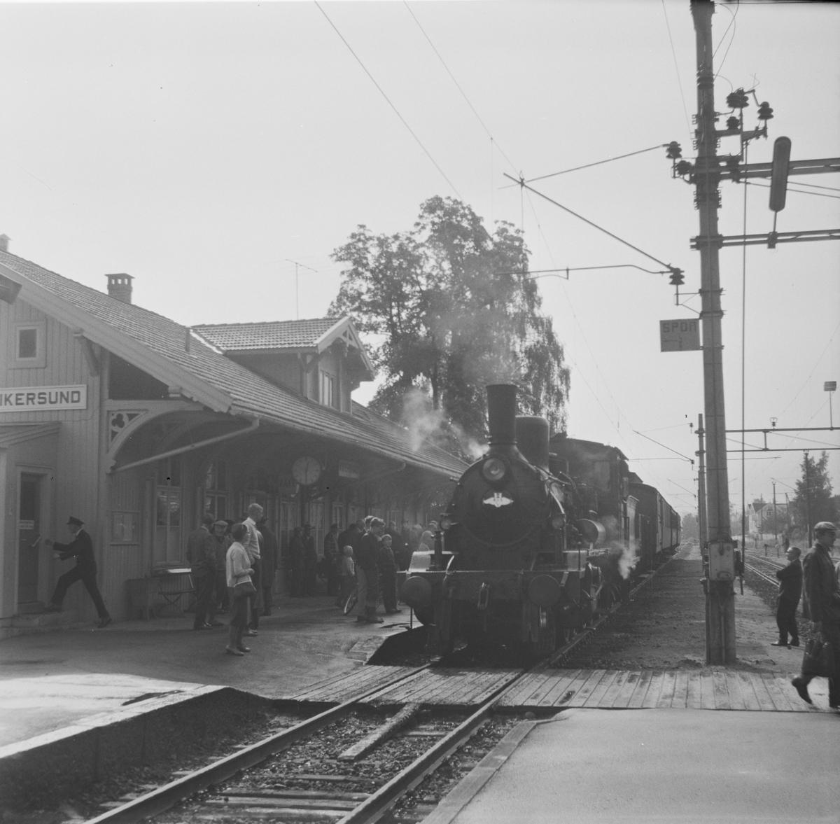 A/L Hølandsbanens veterantog til Krøderen trukket av damplok 18c nr. 245.