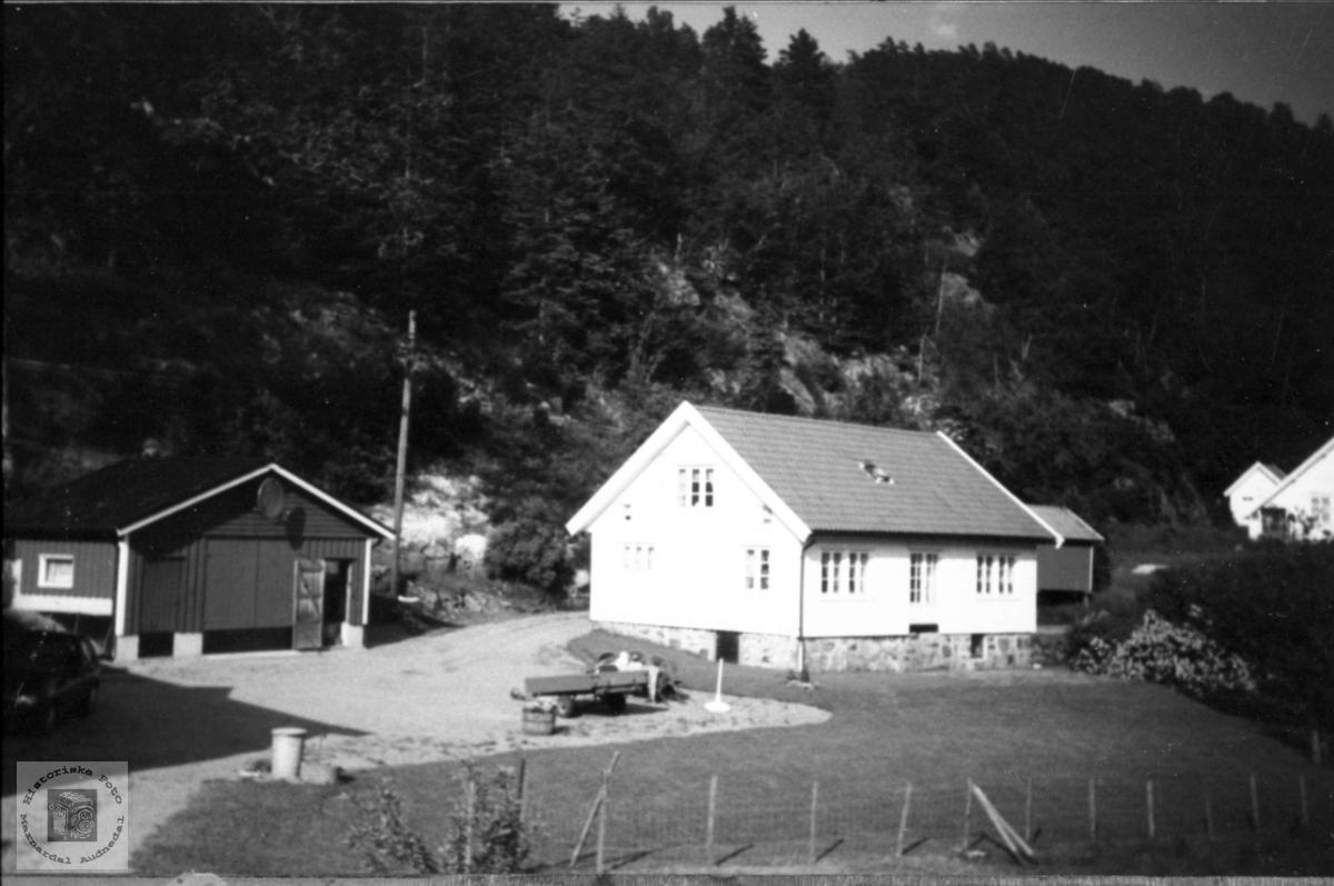 Bolighus på Brunvatne i Øyslebø.