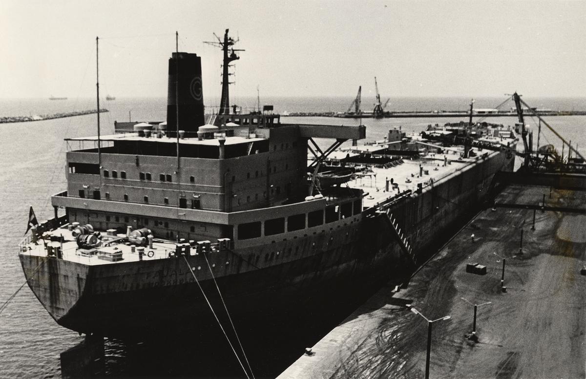 Bulkmalmtankfartyget PAJALA av Stockholm. Lastning 1970.