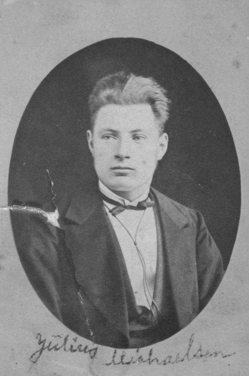 Portrett av Paul Mikael Julius Michaelsen, sønn av tollbetjent og havnefogd i Vadsø Michael Julius Michaelsen og hans første hustru Anna, f. Dahl