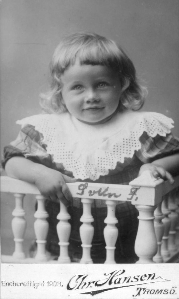 Portrett av en gutt, Svein Forberg, sønn av Fredrik Kristian Forberg og hustru Ida Kristiane, f. Mikaelsen