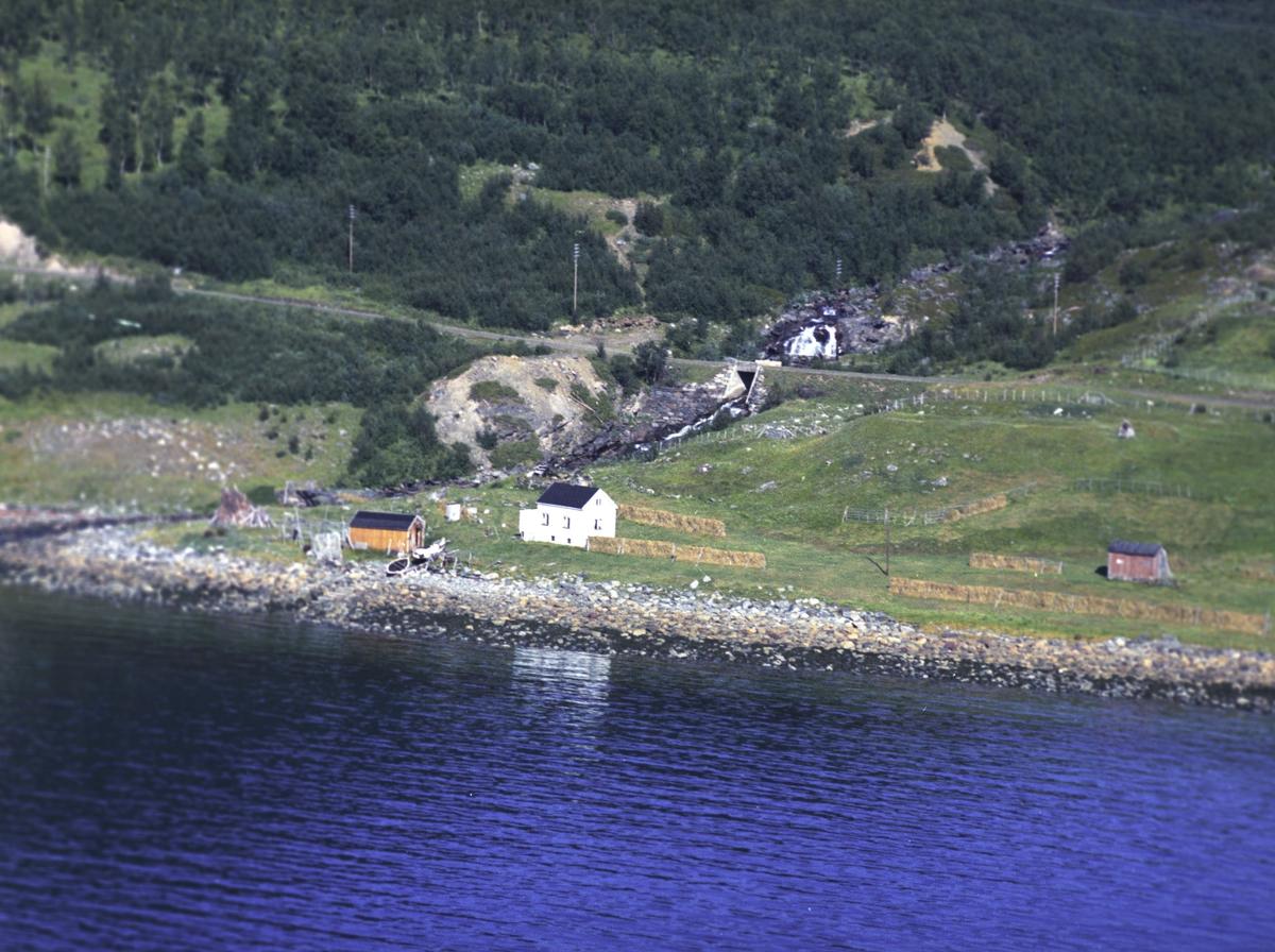 Flyfoto fra Lebesby. Negativ nr. 122697.