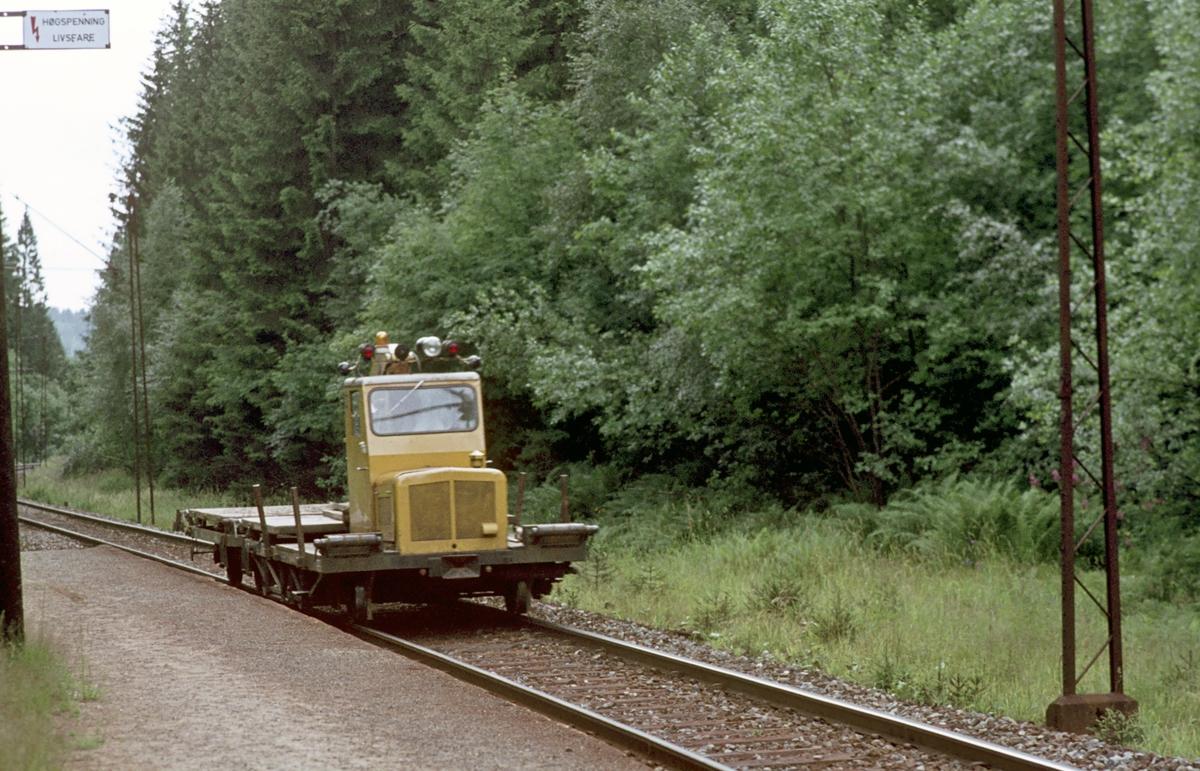 Tung motortralle, lastetraktor, type Robel 11 med tilhenger ved Gullhella.