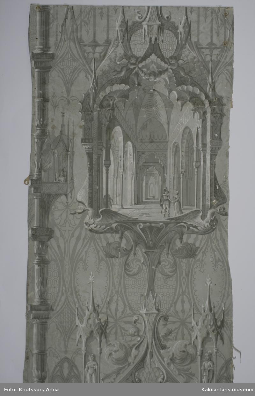 KLM 9366. Tapet. Tittskåpstapet. Av papper. 2 bitar. En tittskåpstapet tryckt med gotiska bild- och ornamentsmotiv samt morisk arkitektur. Trycket är i grisaille. I tittskåpen finns en stor sal med höga pelare med en högreståndsherre och dam. Datering: 1840-tal.