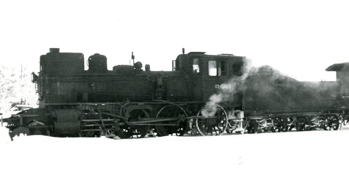 Damplok 27a 234 i godstog på Solørbanen.