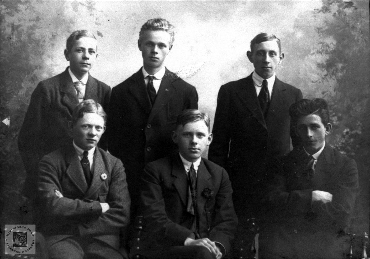 Gruppeportrett 6 mannfolk