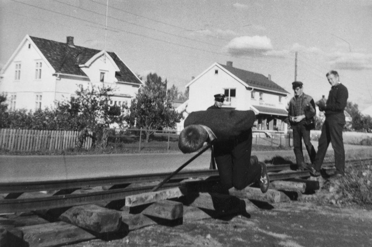 Utlegging av skinner i Sørumsand sentrum for transport av vognmateriell.