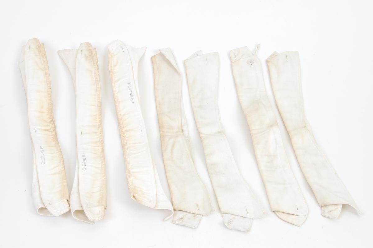 Form: lange, smale, brettet dobbelt, knapphull