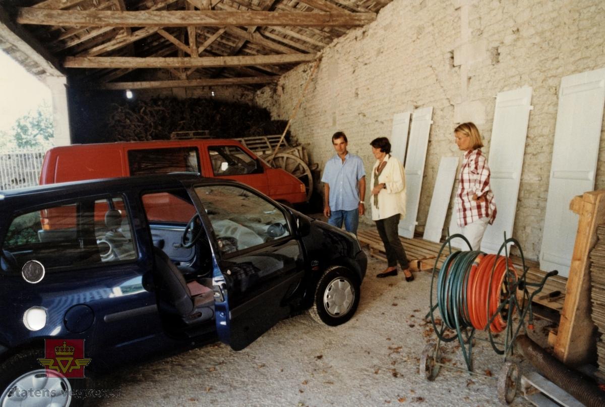 Blå 3-dørs kombi personbil med soltak. Blå, grå og brun innvendig. Bensindrevet forbrenningsmotor (4-sylindret) på 1149 kubikkcentimeter og 58 hk (43 Kw). Motoren er frontmontert, Antall sitteplasser er 4. Dekkdimensjon foran og bak er originalt 145/70 x 13. Toppfart 112 km/t. 5-trinns manuell girkasse med girspak i gulvet. To akslinger, trekk på fremre. Fire hjul. En hjulkapsel mangler.