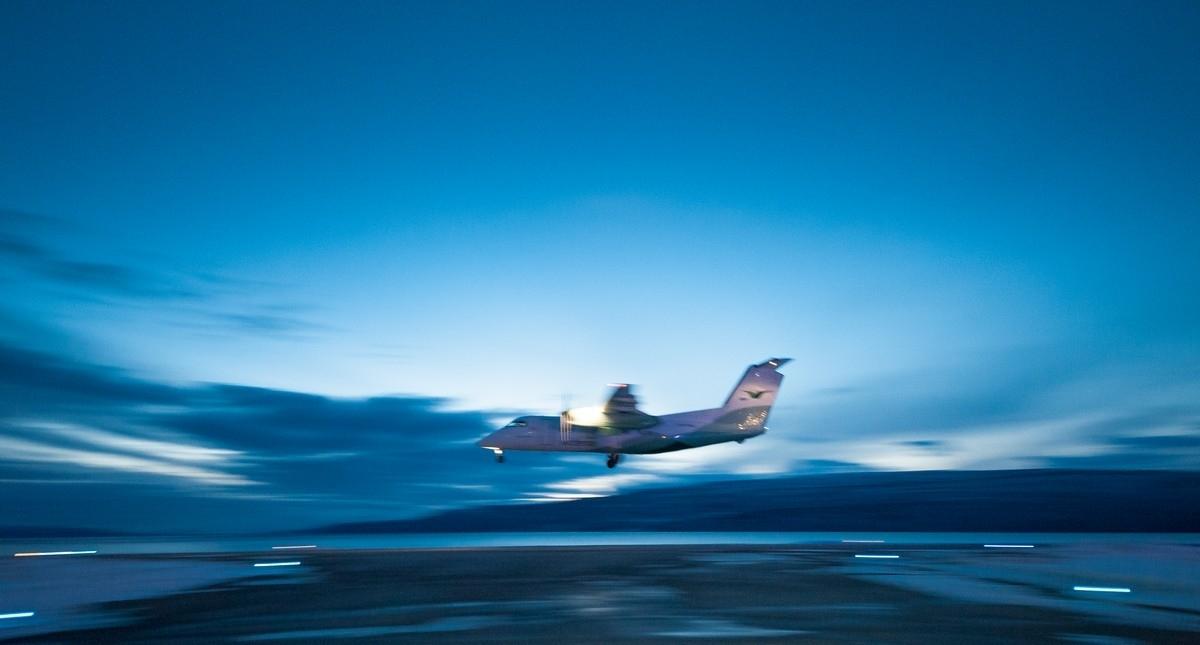 Etter en runde over byen tok flyet en såkalt lowpass, dvs en lav overflyvning, før man tok høye og forsvant i retning mot Bodø.