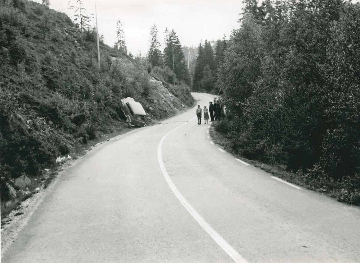 Fotomappe med fire foto fra et ulykkessted.