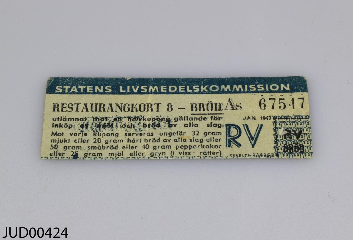 Sex olika dokument som har tillhört Ruth Karpowska.  1. Dagbok. Första anteckningarna från Lübeck.  2. Field medical card.  3. Allied expeditionary force D.E. Index card.  4. Registreringskort 8/7 1945.  5. Restaurangkort.  6. Brev från Brittiska röda korset