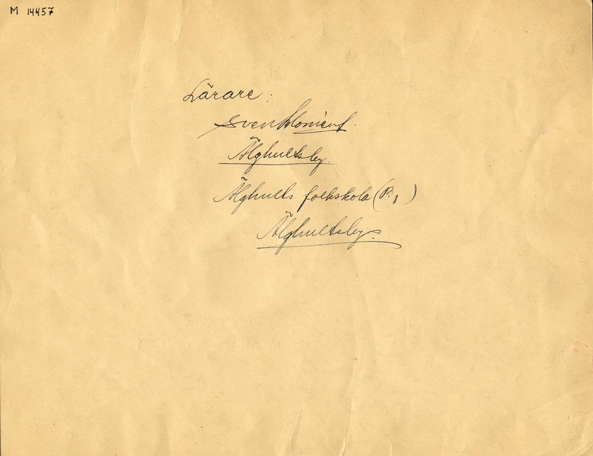 """Barnteckning - akvarell. """"Beredskap förr och nu. Svenskarna i allvarstid"""", 1943.  I Älghults stora skogar hämtas ved för kalla vintrar.  Göte Johansson, Älghults skola, 13 år.   Inskrivet i huvudbok 1947."""