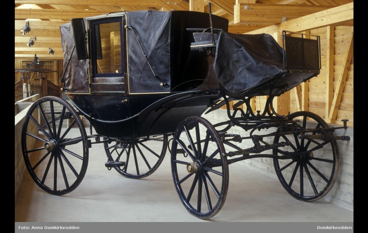 Dette er den eneste kjente Landauer produsert av P. Norseng i følge Bjørn Høie. Gitt til museet fra Børstad gård.