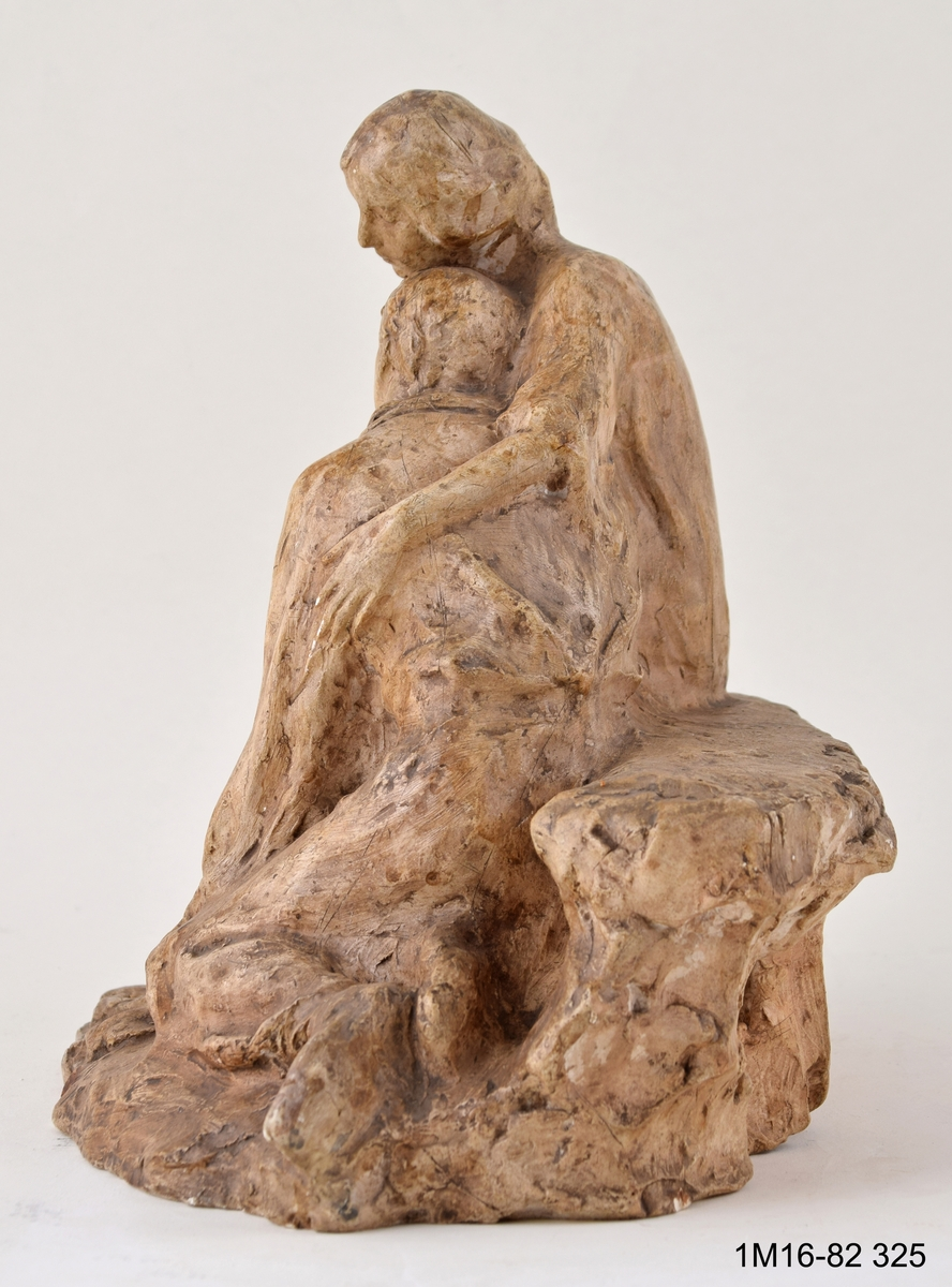 Skulptur. Titel: Tröst.