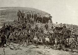 Arbeidsstokken ved Birtavarre kobbergruver i Lyngen omkring