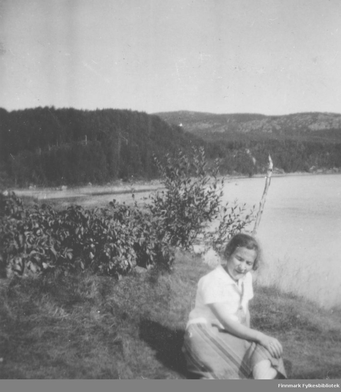 Astrid Mikkola ved Neiden elva.