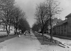 Yxhammarsgatan mot öster från Sandgärdsgatan år 1930.