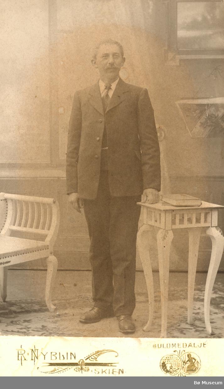 Augund Augundsson Askildt (1883-1959) var hos Halvor Flatland for å lære, men vi veit lite om han som spelmann. Han kunne få lære det han ville av Flatland, men det er helst slåttar etter eldre spelemenn frå heia mellom Bø og Heddal vi kjenner etter han i dag.