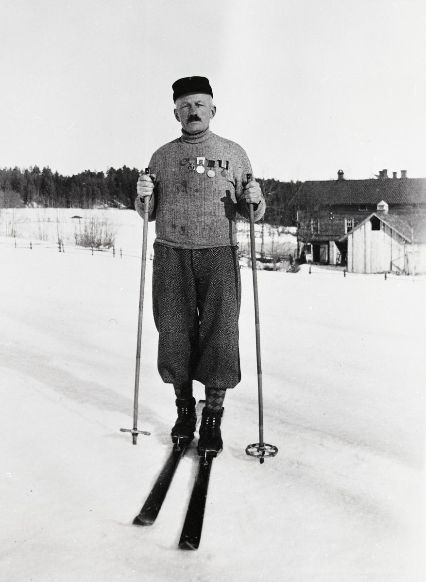 Kittil Olavsson Eika på ski, heime på Eika