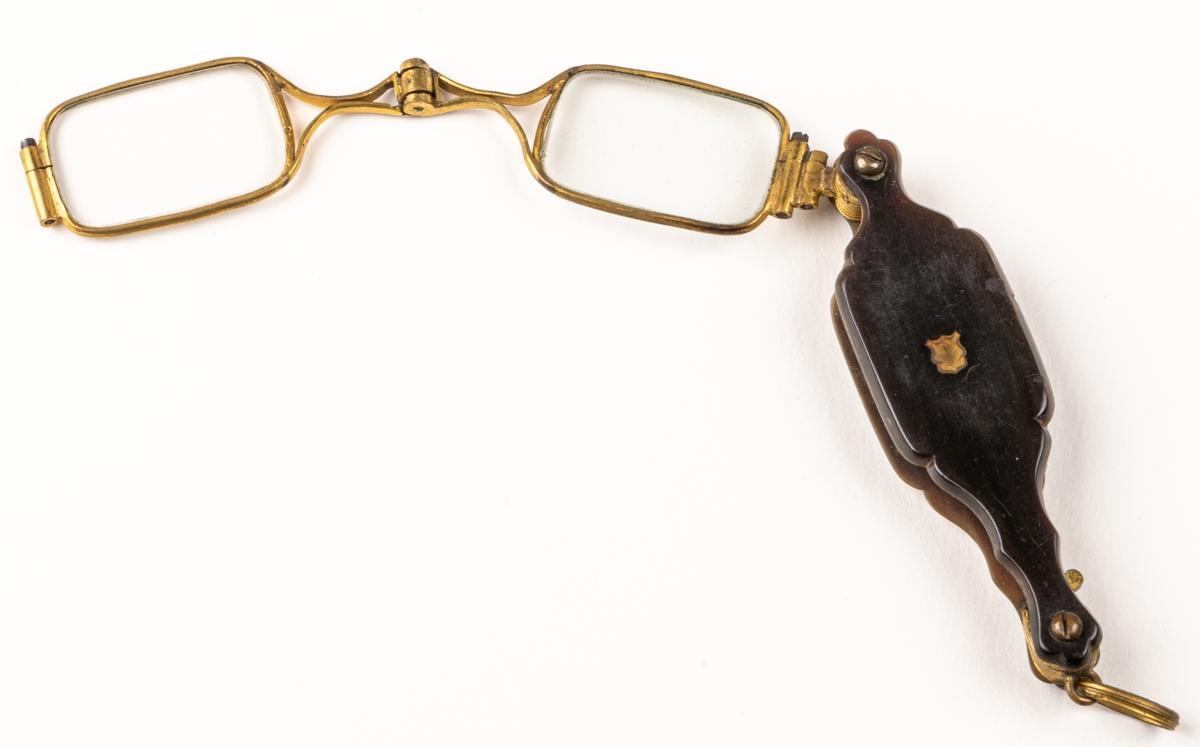 Lornjett av horn och förgylld metall, med fyrsidiga glas.