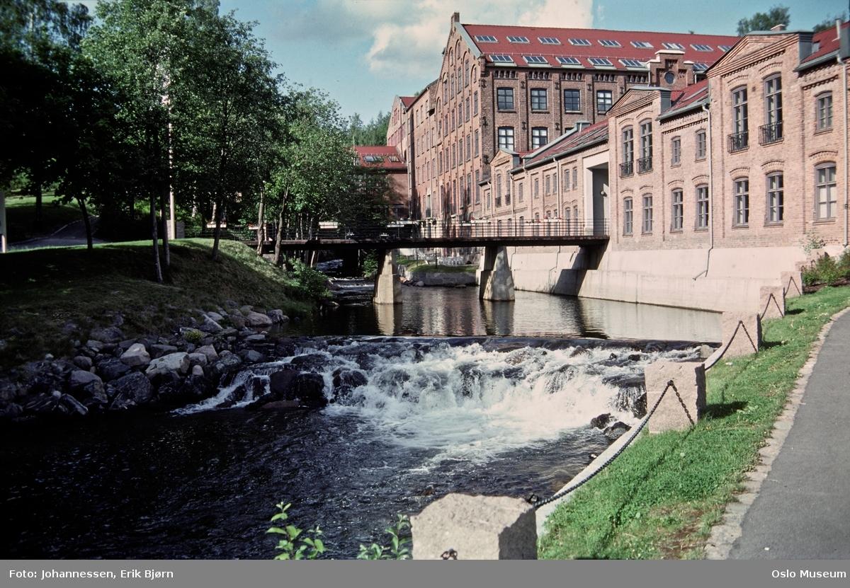 elv, gangbro, vei, fabrikkbygning, Nydalens Compagnie, Øvre Spinderi og Væveriet