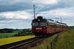 Elektrisk motorvognsett type 69 med lokaltog til Skøyen mell