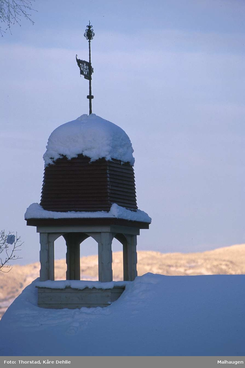 Klokketårn på vaktmesterboligen, T 08, vinter.